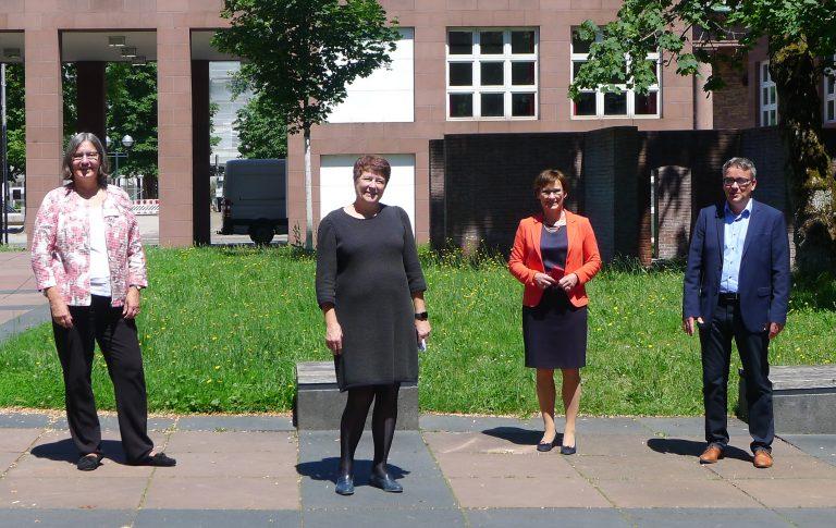 (v.l.n.r.): Dr. Julia von Hiller, Julia Philippi, Sabine Kurtz, Dr. Volker Wittenauer